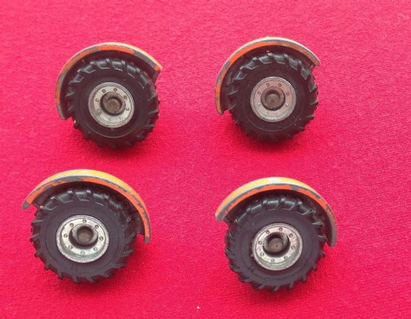Dinky Toys 355 - Original - Lunar Roving Vehicle Set of Four Wheels Orange Issue ( 2 Front & 2 Rear Hubs & Tyres )